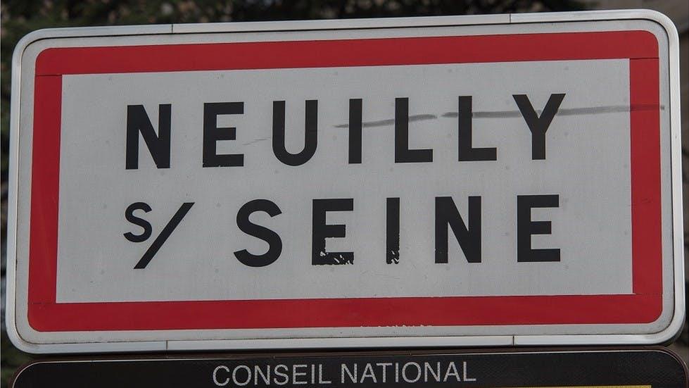 Panneau de signalisation d'entree dans Neuilly-sur-Seine