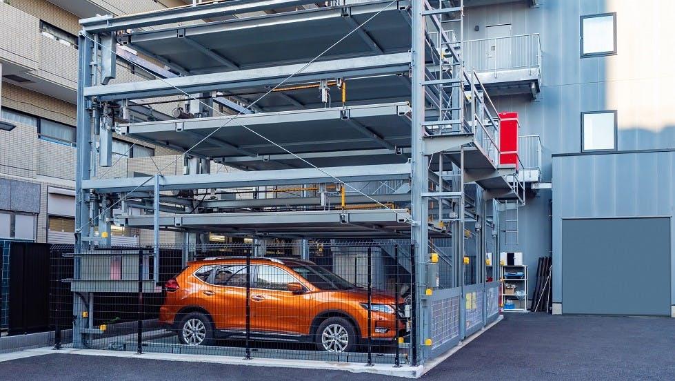 Parking automatise pour automobiles a Tokyo