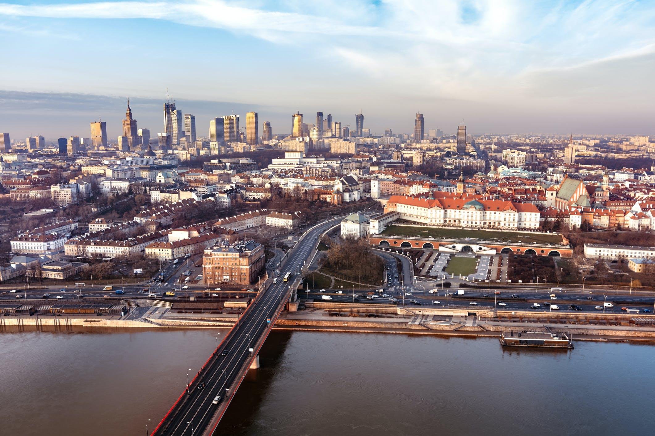 Efekt padnemii w Warszawie: zmiana struktury, nie wielkości popytu