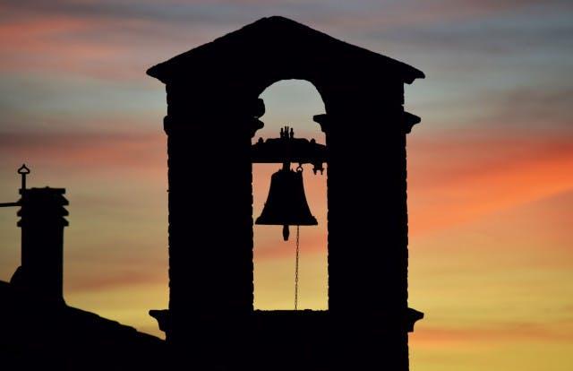Dzwony w kościele, które zakłócają spokój