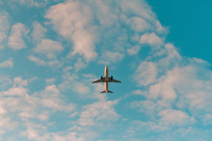 Flying plane, Philip Myrtorp for Unsplash