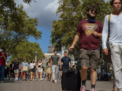 Tourists in Barcelona, Samuel Aranda for The New York Times