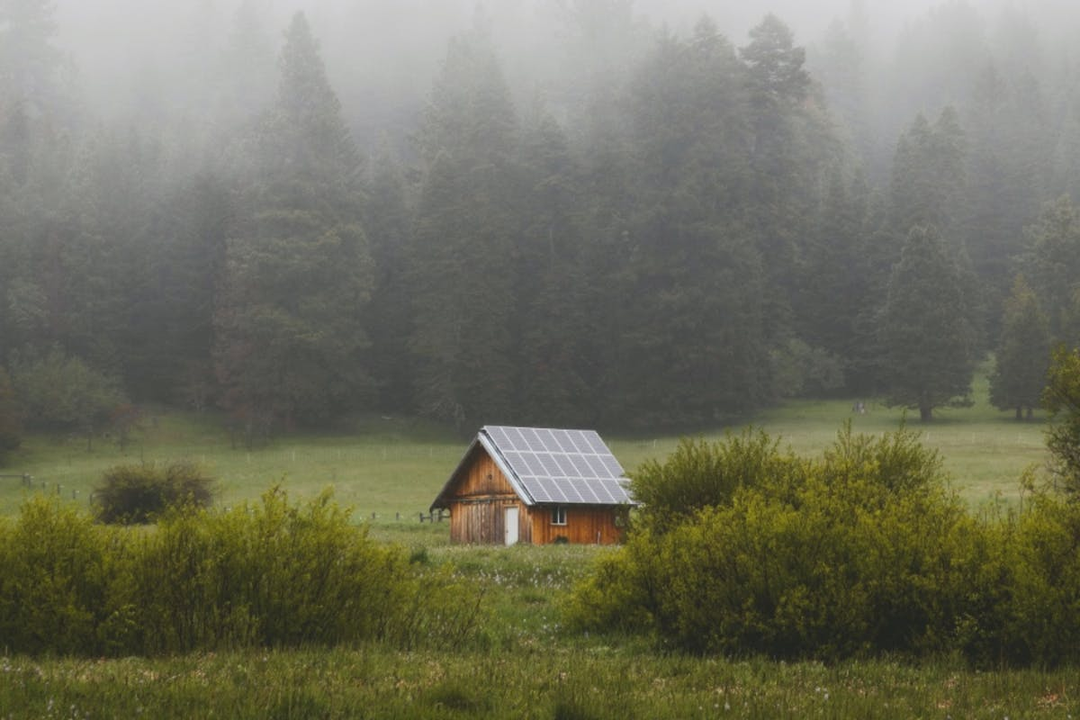 A home with solar power that has gone off the grid and is no longer connected to the utility power grid.