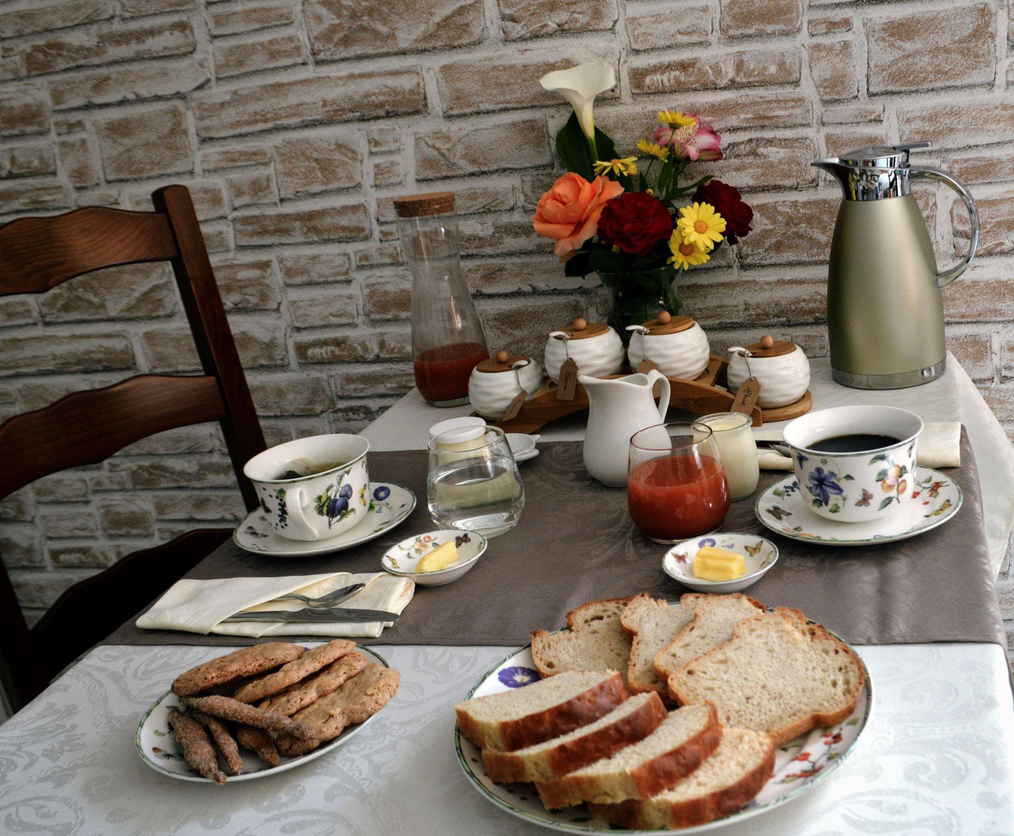 Petit-déjeuner fait-maison offert dans les chambres d'hôtes