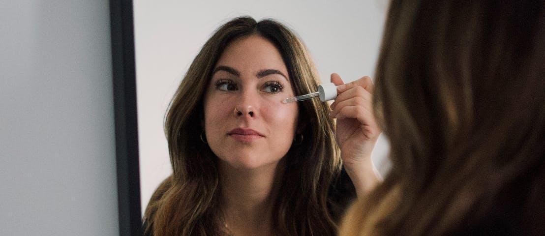 Waarom je een serum moet toevoegen aan je gezichtsverzorging?