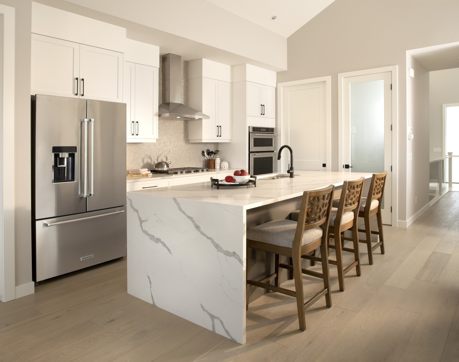 White kitchen with fruit on the counter