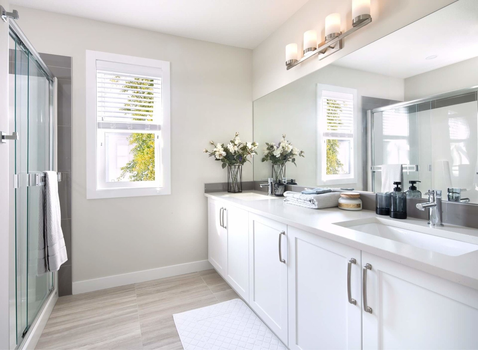 Master bathroom with flowers