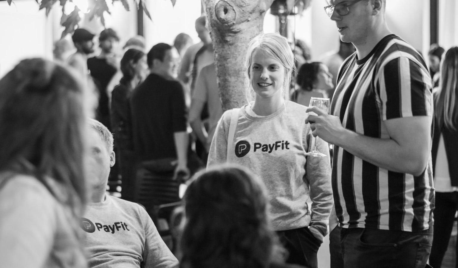 PayFiters hablando con candidatos en el proceso informal de selección