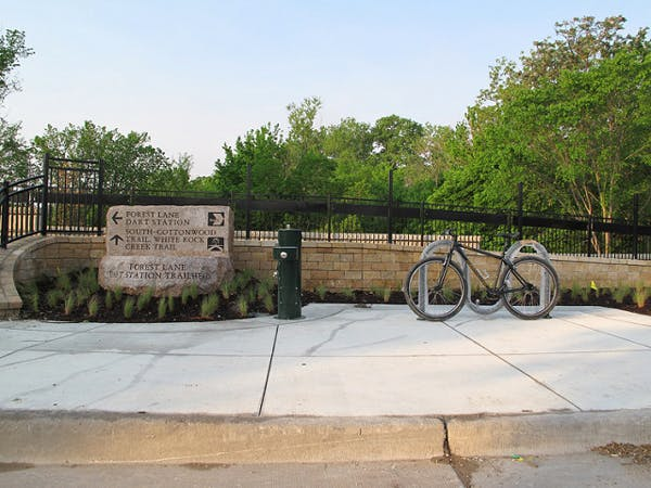 Bike connection from Cottonwood Trail to DART station main TI station