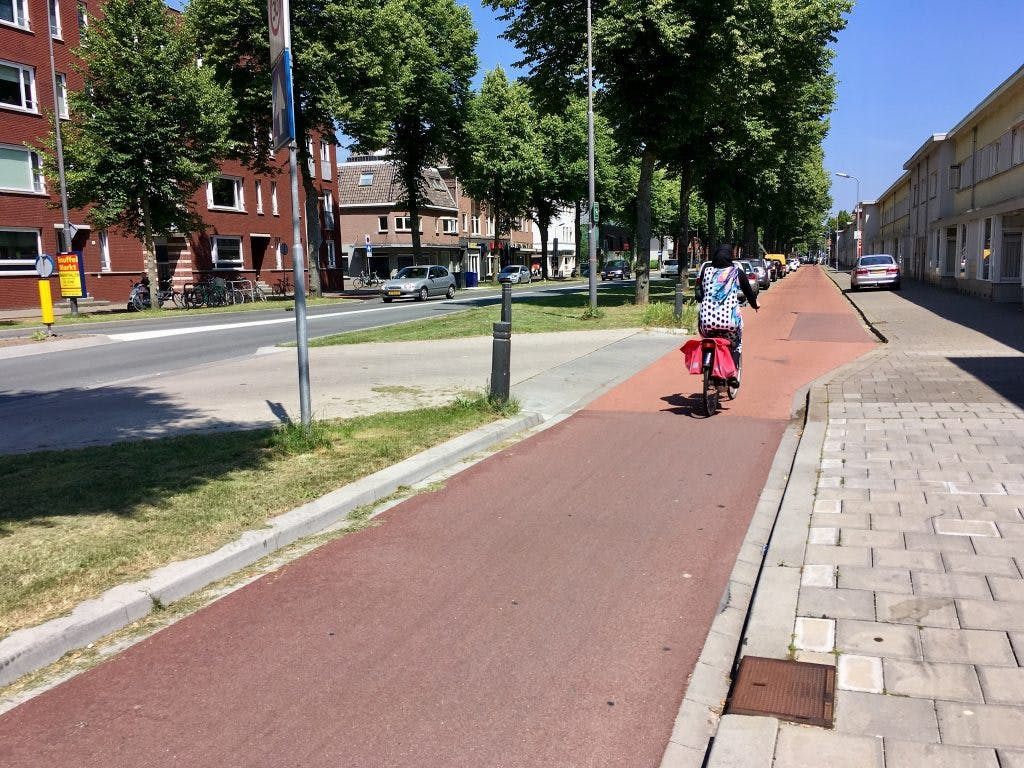 No driveways = no midblock turns = safer, smoother, greener streets.
