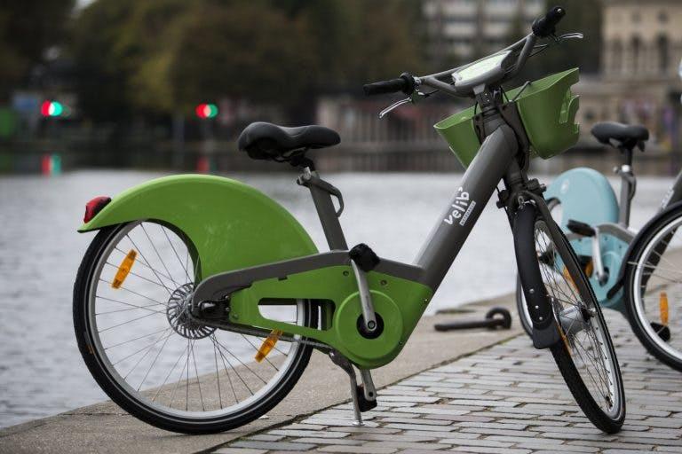 "Paris's new ""Vélib Metropole"" bicycle. (Source: AP Photo; Kamil Zihnioglu.)"