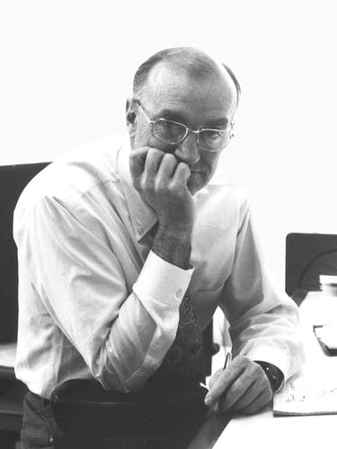 Black-and-white photograph of designer Robert Propst, looking at the camera.