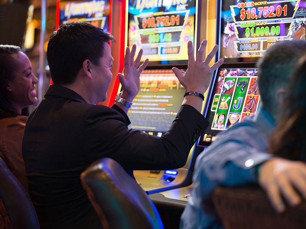 Online gambling slots canada