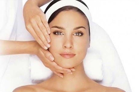 Blanching para eliminar arrugas sin cirugía y manteniendo la expresión
