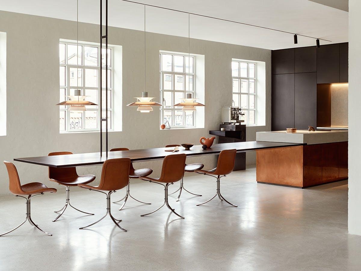 A kitchen layout following modern skandinavian design principles