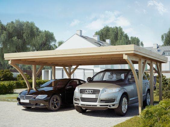 carport en bois double avec deux voitures de différentes tailles dessous