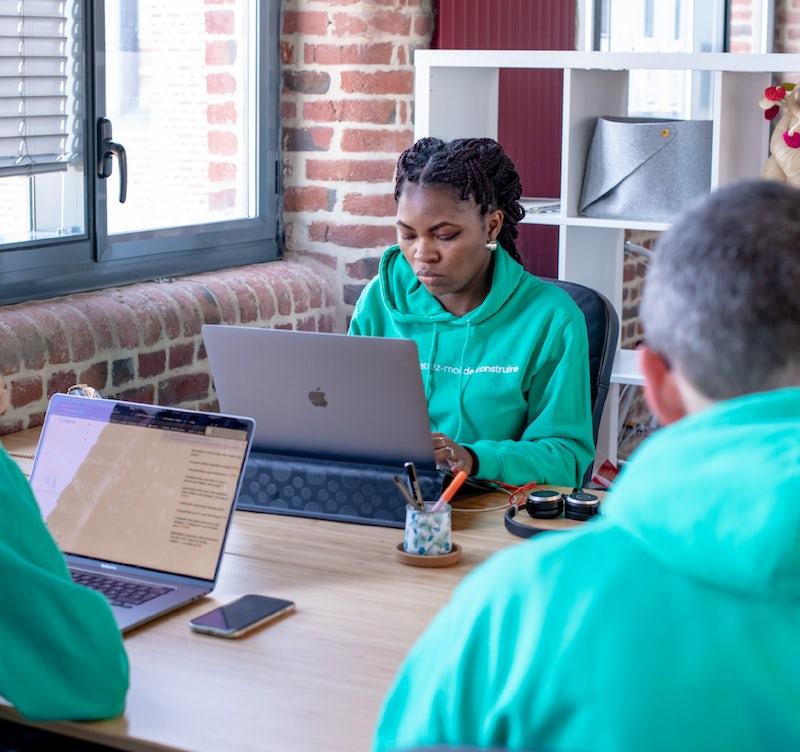 Photo de l'équipe facilitation à leurs postes