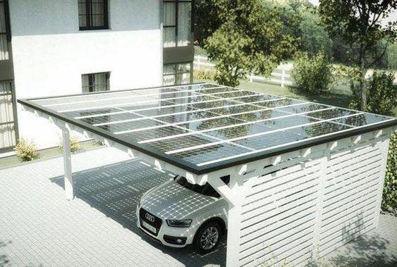 carport blanc avec panneaux solaires sur le toit