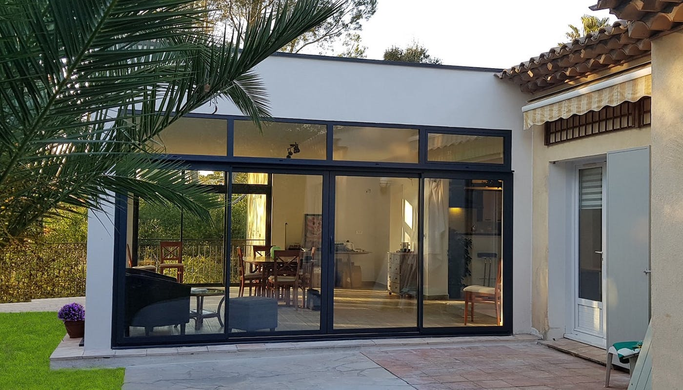 Laissez vous séduire par une extension à toit plat