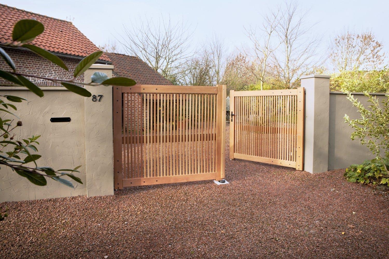 portail en bois clair