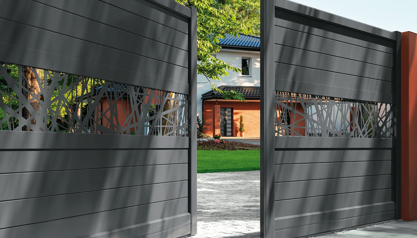 portail en aluminium entre ouvert