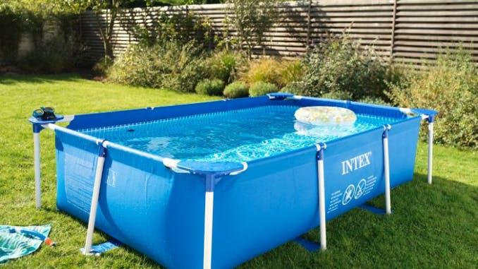 piscine autoportantes dans un jardin