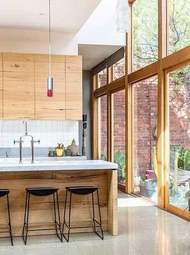 verrière en bois, vue de la cuisine