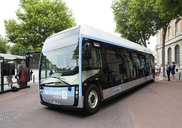 Nouveau bus de renforcement pour le confort des voyageurs à l'arrêt
