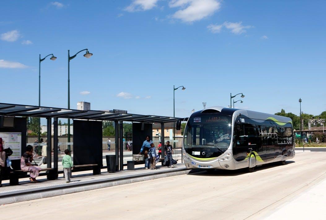 Nouveau bus T Zen à l'arrêt