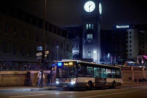 Bus Noctilien, ligne N 31 à l'arrêt gare de Lyon, Paris