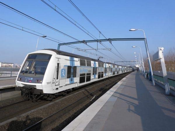 Rame RER circulant sur la ligne A