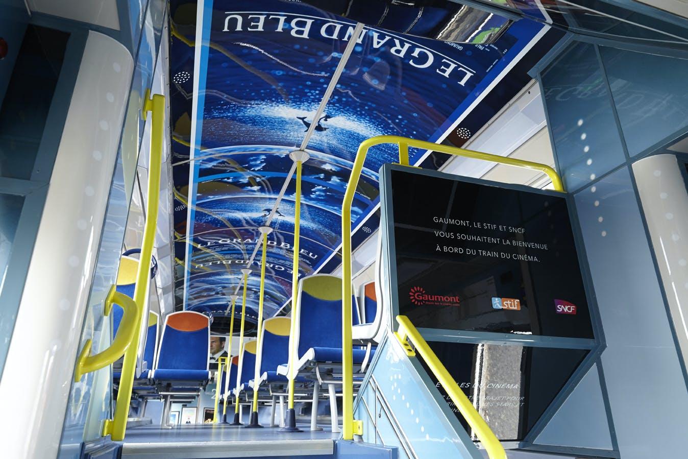 Intérieur train sur la ligne D dans le cadre de la célébration du cinéma