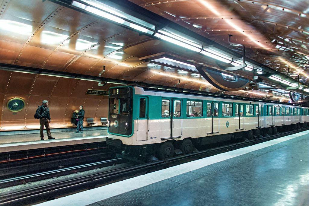 Nouveau rame de métro ligne 11 au quai