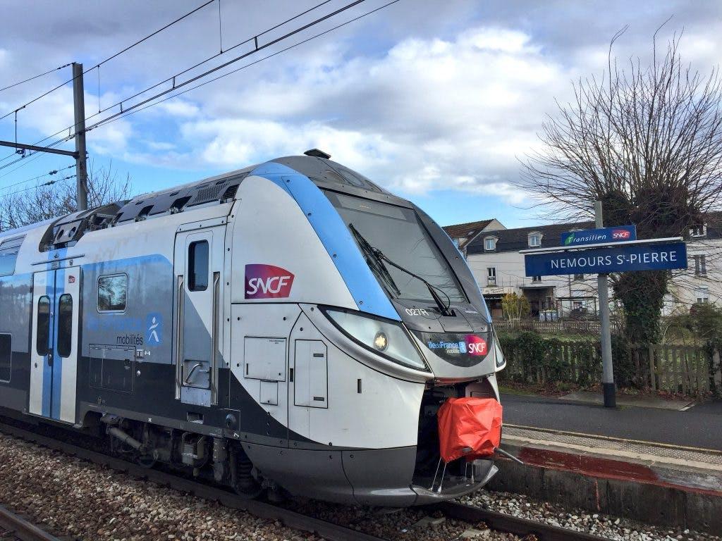 Nouveau train Régio 2n en gare de Nemours St-Pierre
