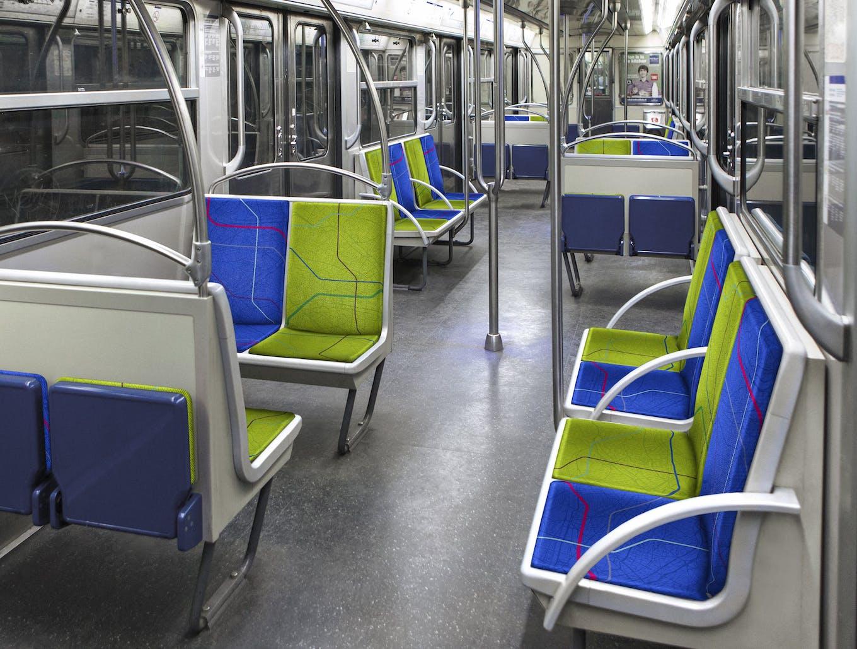 Intérieur du métro avec de nouveau tissu