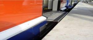 Entrée de Train au quai pour les personnes à mobilité réduite