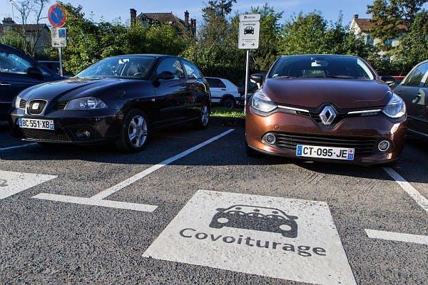 Voitures de covoiturage aux parking