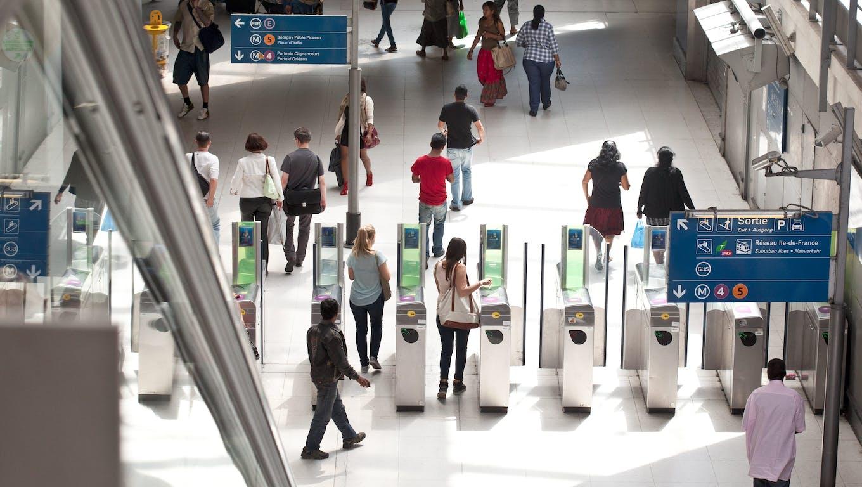 Portiques de validation pour accéder au transport en commun
