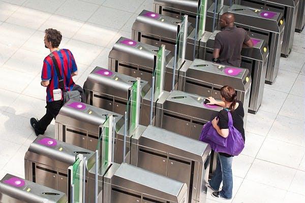 Portiques de validation dans les transports en commun d'Île-de-France