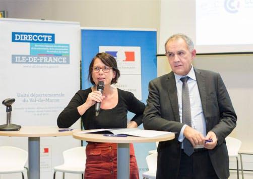 Véronique Goutelle et Raymond Ledrun, signature de la charte d'inclusion