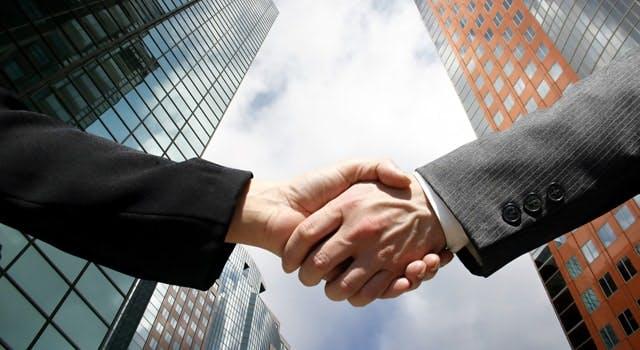 acordo aperto de mãos