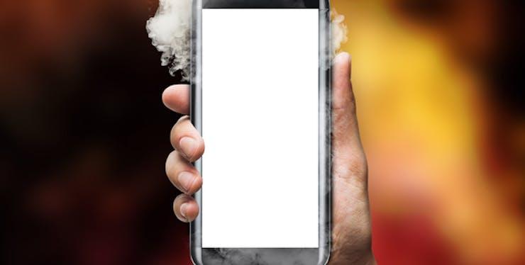 Fumaça saindo do celular.