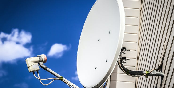 TV a cabo ou via satélite: antena para captar sinal