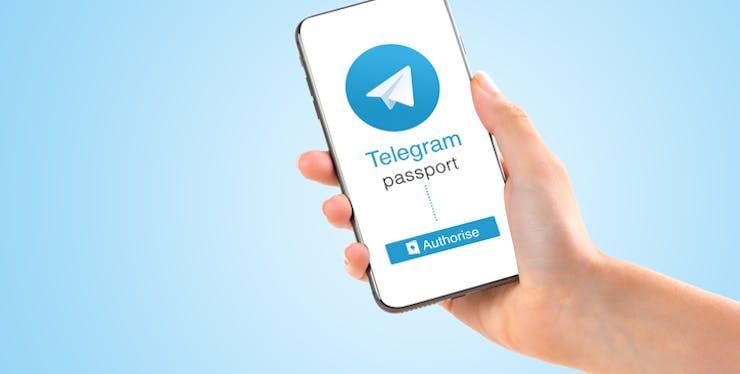 Telegram sendo usado em um celular