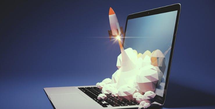 Teste de Velocidade de Internet: notebook com foguete decolando