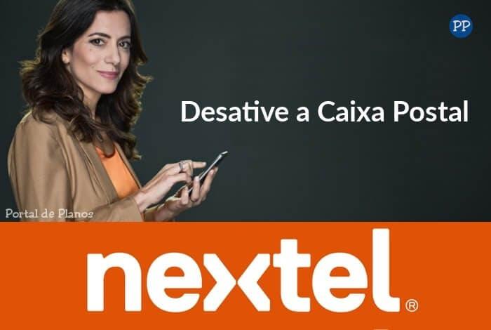 Mulher segurando celular Nextel