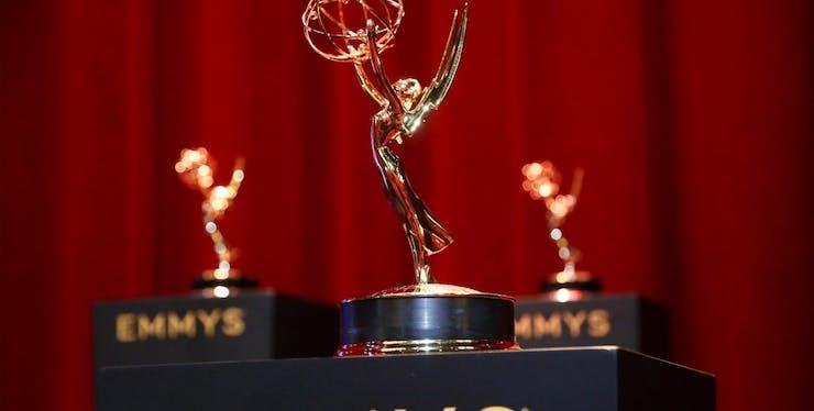 imagem do troféu da premiação televisiva mundial, emmy awards 2020