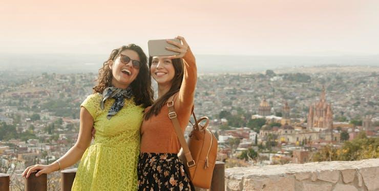 Mulheres fazendo selfie