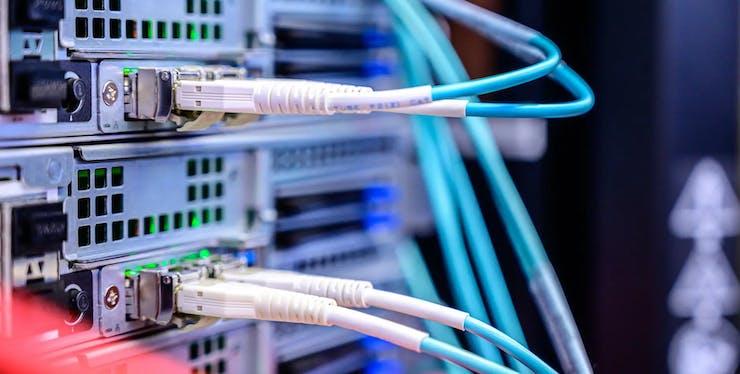 Internet Fibra Ótica: Tudo Que Você Precisa Saber [Várias Opções de Planos]