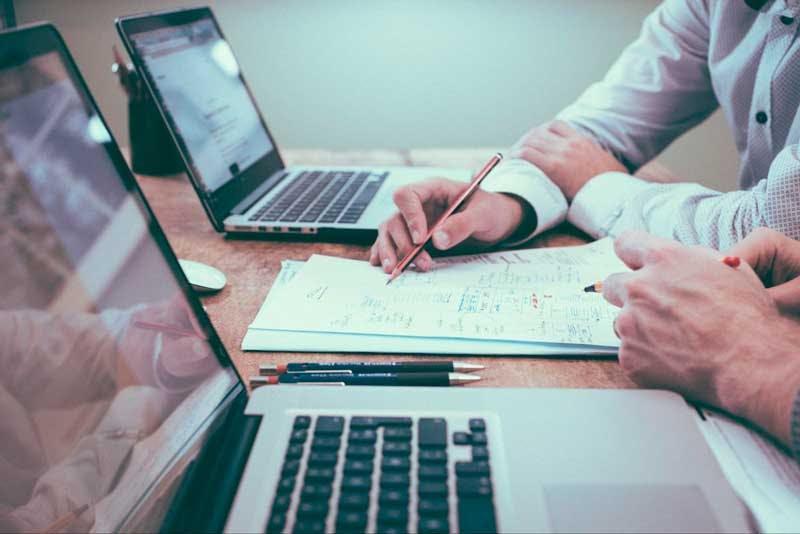 O que é ação? Conhecer as empresas onde se planeja investir e analisar as ações é importante.